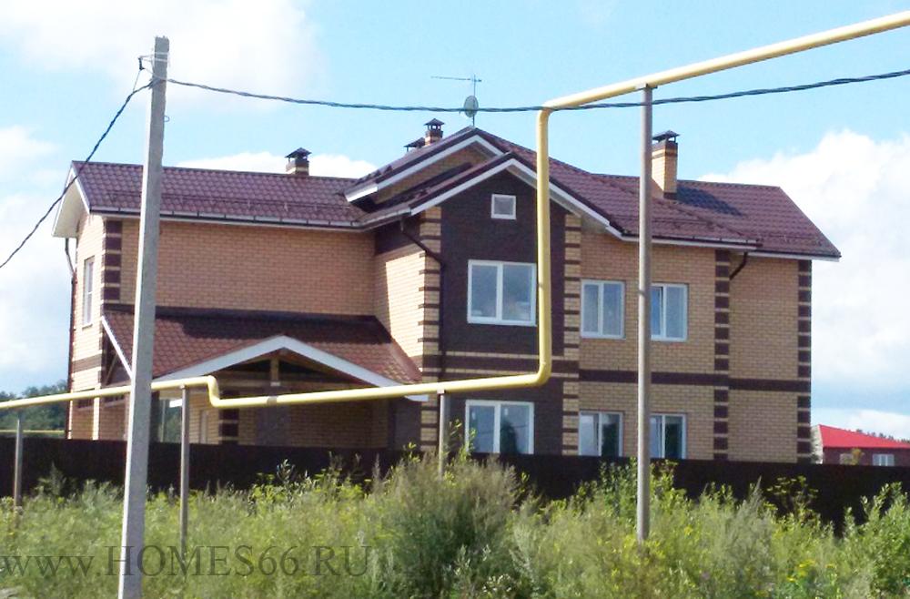 Строительство двухквартирного дома из блоков с облицовочным кирпичом.