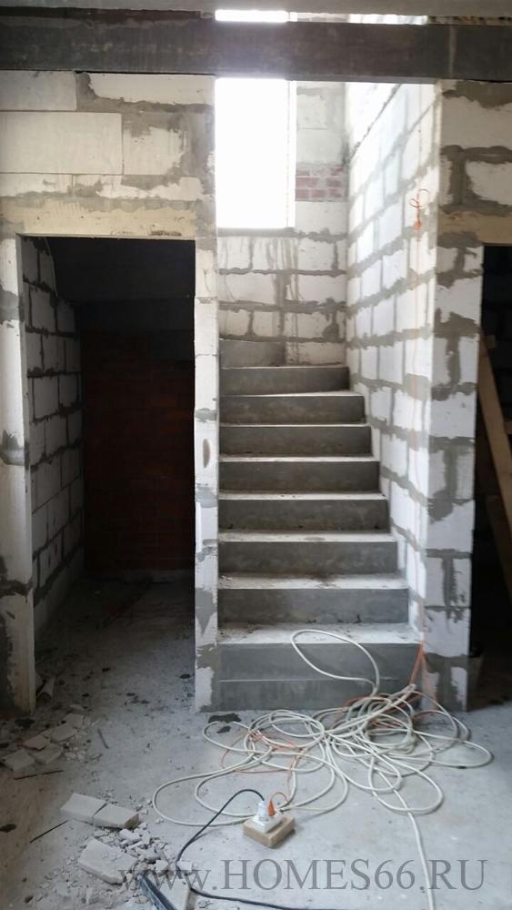 Фотография построенного дома 110 кв.м. лестница