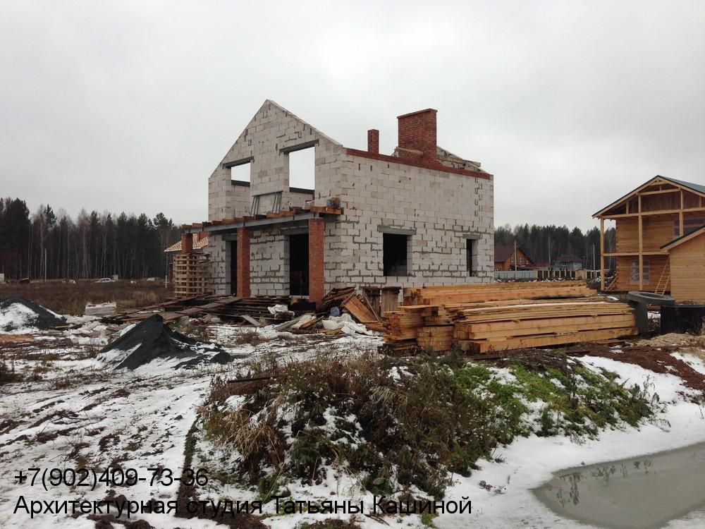 Фотография двухэтажного дома 10 на 10 по проекту М-142 без кровли